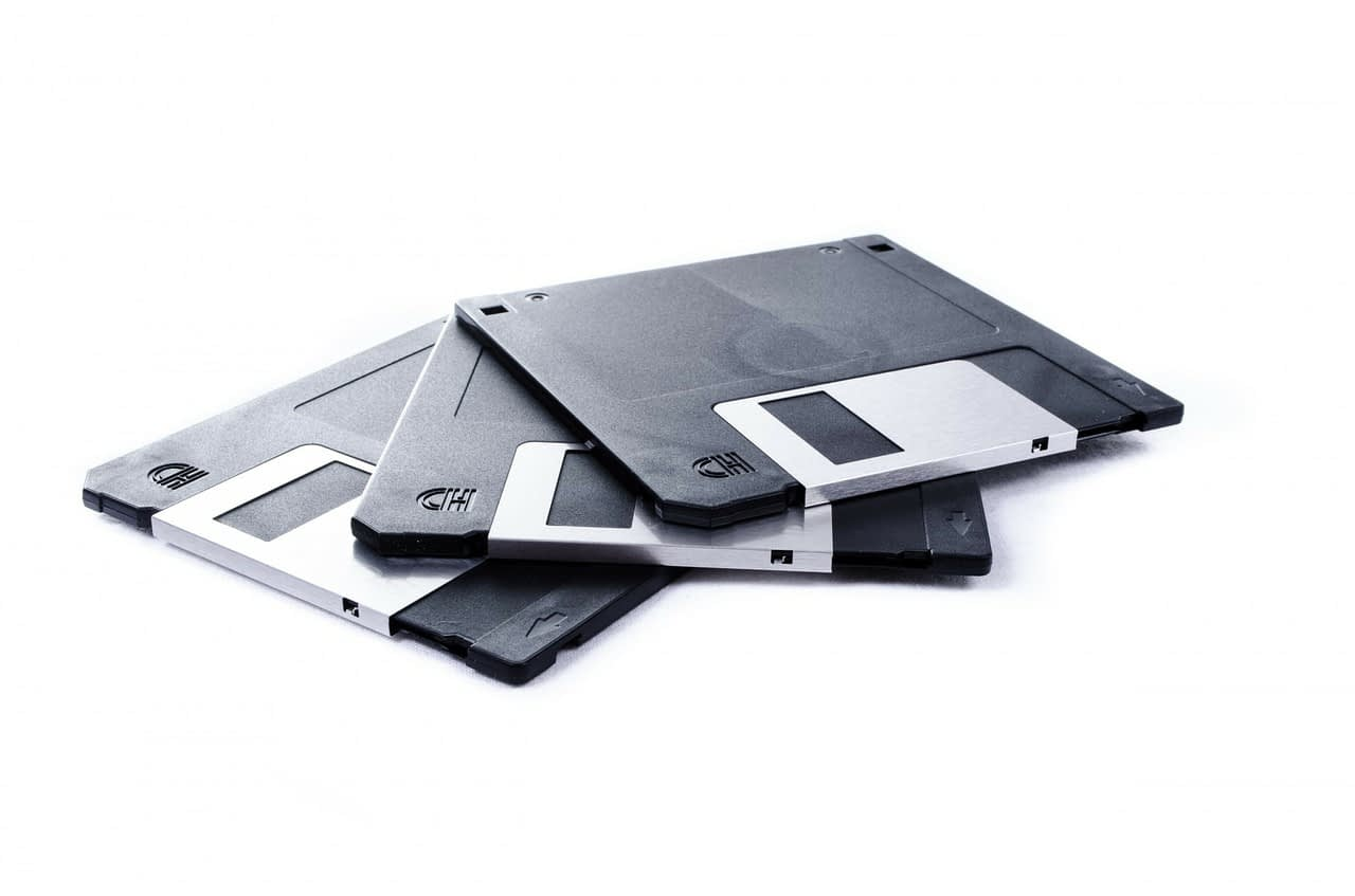 Advantages and disadvantages of a floppy disk