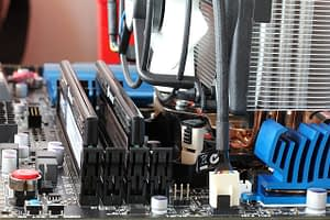 How to check the number of RAM slots without opening the computer.